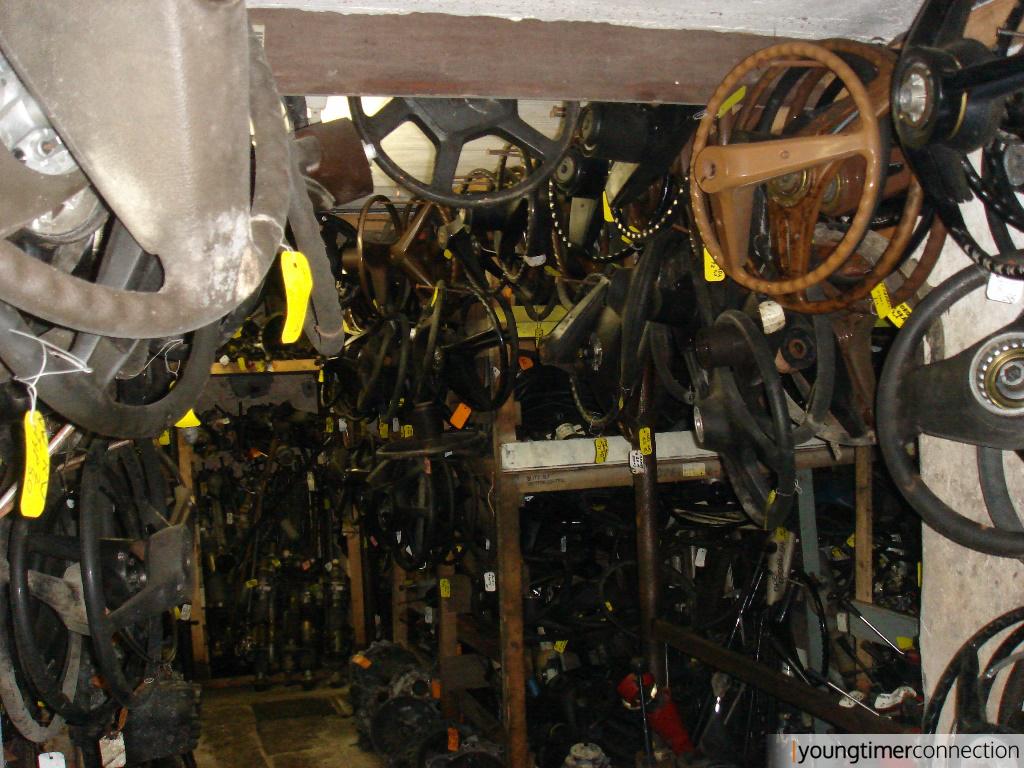 Die unheimliche Halle der hängenden Lenkräder :)