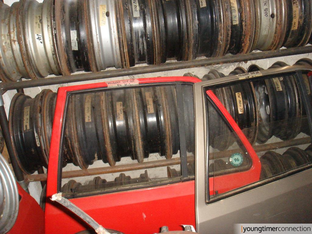Hier haben sich noch ein paar Peugeot-Türen verirrt
